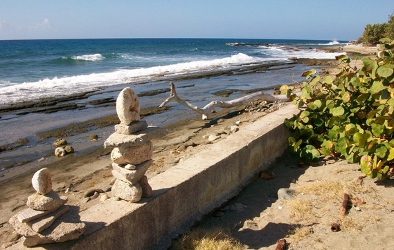 I heart inuksuit, driftwood and Cuba